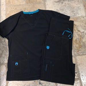 Carhartt scrub set, size L top, size M bottom